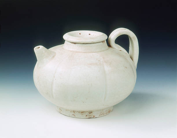 White glazed melon-shaped wine pot, Five Dynasties-early Northern Song dynasty, China, 10th century.:ニュース(壁紙.com)