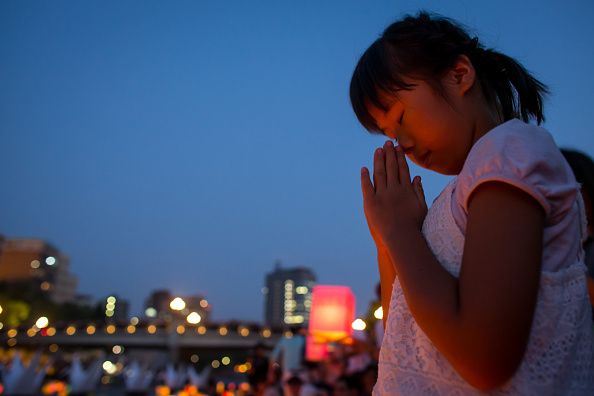 Floating Candle「Hiroshima Marks the 70th Anniversary of Atomic Bomb」:写真・画像(0)[壁紙.com]