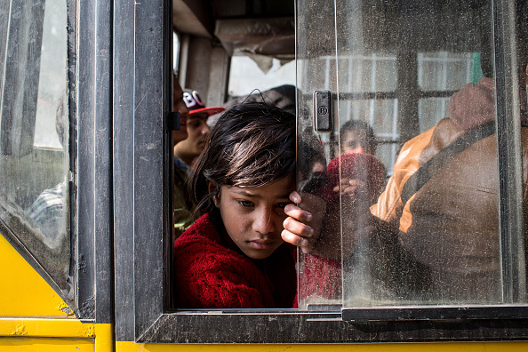 Bus「Rescue Operations Continue Following Devastating Nepal Earthquake」:写真・画像(10)[壁紙.com]