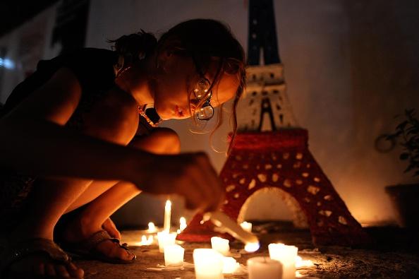 パリ「Vigil Held In Manila For Victims of Paris Attacks」:写真・画像(7)[壁紙.com]