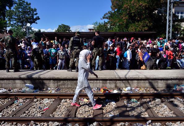 Europe「Migrants Attempt To Get Through The Greek/Macedonian Border」:写真・画像(9)[壁紙.com]