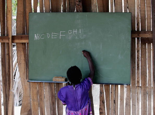 Writing「Aid Agency Combats The Effect Of Poverty On Families In Mozambique」:写真・画像(16)[壁紙.com]