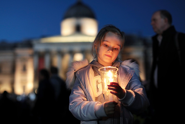 Candlelight「Candlelit Vigil Is Held For The Victims Of The Westminster Terror Attack」:写真・画像(15)[壁紙.com]