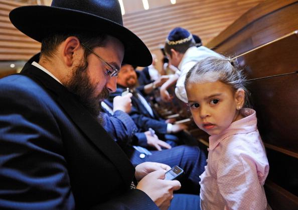 Smart Phone「Ordination Of Six New Rabbis In Berlin」:写真・画像(3)[壁紙.com]