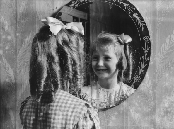 1940-1949「Girl's Reflection In Mirror」:写真・画像(19)[壁紙.com]