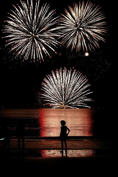 Firework Display「Northern Territorians Celebrate Territory Day」:写真・画像(8)[壁紙.com]