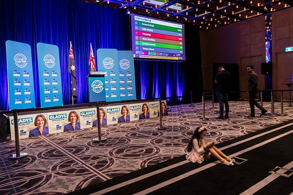座る「New South Wales Residents Head To Polls In State Election」:写真・画像(2)[壁紙.com]