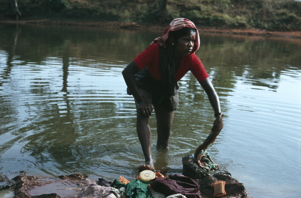 Frances M「Young Girl Washes Clothes By River」:写真・画像(7)[壁紙.com]