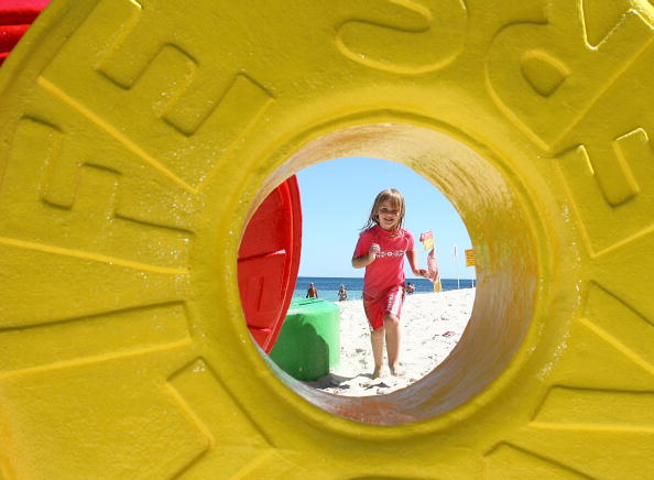 Sculpture「Sculpture By The Sea Launches In Cottesloe」:写真・画像(3)[壁紙.com]