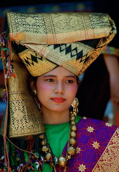 Full Frame「Woman in National Costume, Indonesia」:写真・画像(1)[壁紙.com]