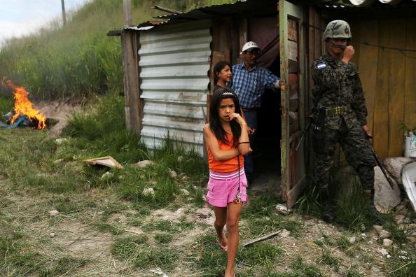 子供「Violence and Grief Define Life In Honduran Capital」:写真・画像(8)[壁紙.com]