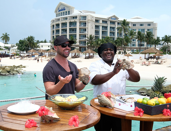 Salad「CMT Story Behind The Songs LIV+ Event Experience with Jason Aldean at Sandals Royal Bahamian Spa Resort & Offshore Island - Day 2」:写真・画像(6)[壁紙.com]