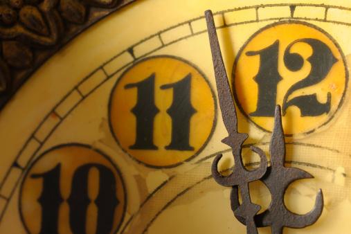 Roman「Clock at Almost 12 Midnight on New Years Eve」:スマホ壁紙(3)