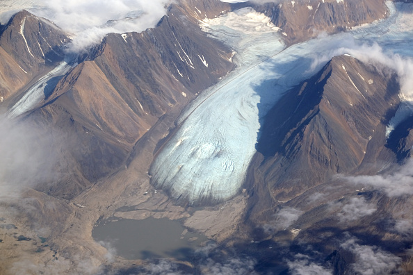 Glacier「Summer Heat Wave Hits Svalbard Archipelago, Far North Of The Arctic Circle」:写真・画像(3)[壁紙.com]