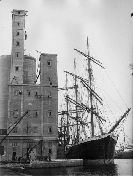 Agricultural Building「Ship And Silo」:写真・画像(9)[壁紙.com]