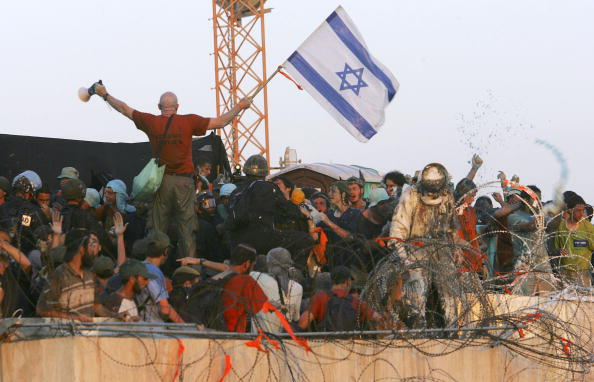 Human Arm「Israeli Troops Move To Evict Settlers From Kfar Darom」:写真・画像(4)[壁紙.com]