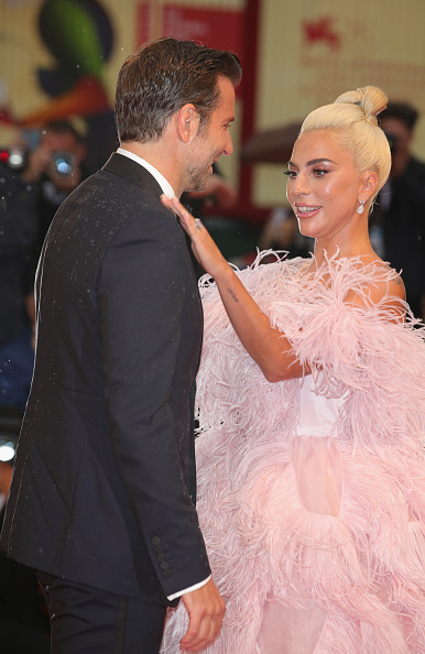 A Star Is Born - 2018 Film「A Star Is Born Red Carpet Arrivals - 75th Venice Film Festival」:写真・画像(5)[壁紙.com]