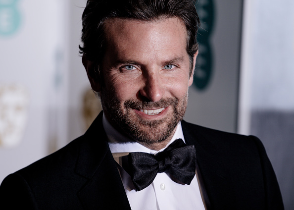 Smiling「EE British Academy Film Awards - Red Carpet Arrivals」:写真・画像(9)[壁紙.com]