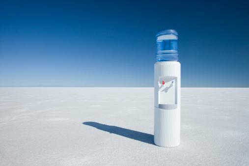 Bonneville Salt Flats「water cooler in the middle of nowhere」:スマホ壁紙(6)