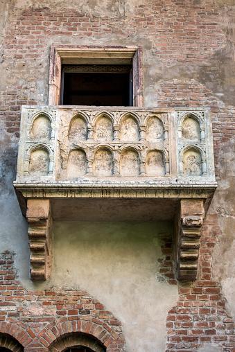 LOVE「Romeo and Juliet Balcony, Verona, Italy」:スマホ壁紙(7)