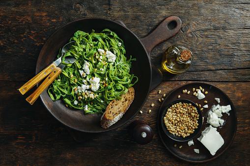 Pine Nut「Spinach pasta with creamy broccoli pesto, pine nuts and feta」:スマホ壁紙(11)