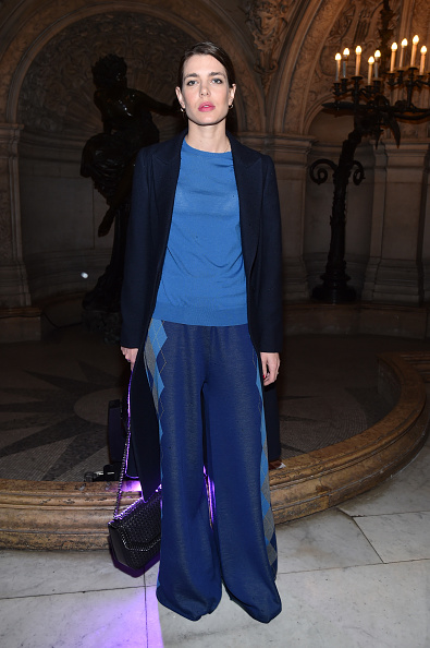 Attending「Stella McCartney : Front Row  - Paris Fashion Week Womenswear Fall/Winter 2017/2018」:写真・画像(4)[壁紙.com]