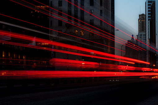 Traffic「Bus driving along Michigan Avenue, Chicago, Illinois, United States」:スマホ壁紙(7)