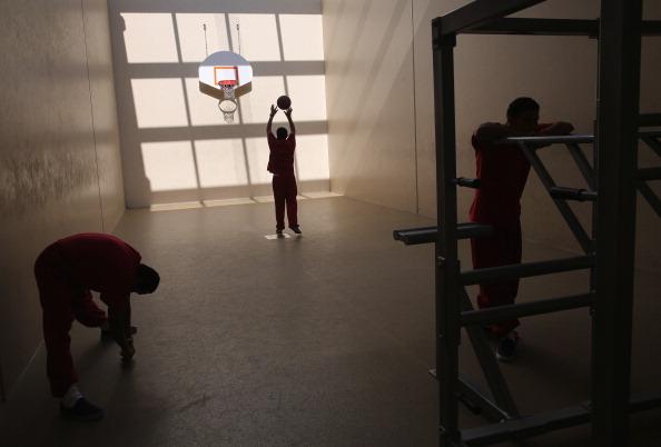 Immigration Detention Center「ICE Holds Immigrants At Adelanto Detention Facility」:写真・画像(15)[壁紙.com]