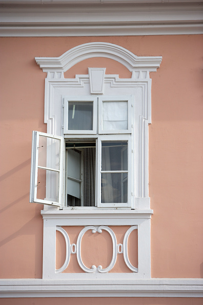 Architecture「Old window , Vrsac, Serbia」:写真・画像(1)[壁紙.com]