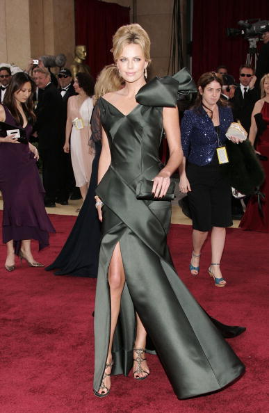 Pompadour「78th Annual Academy Awards - Arrivals」:写真・画像(16)[壁紙.com]