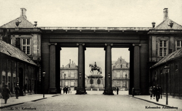 City Life「Colonade at Amalienborg, Copenhagen, Denmark」:写真・画像(9)[壁紙.com]