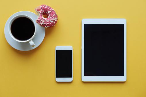 Coffee Break「Using wireless technology during coffee break. Debica, Poland」:スマホ壁紙(12)