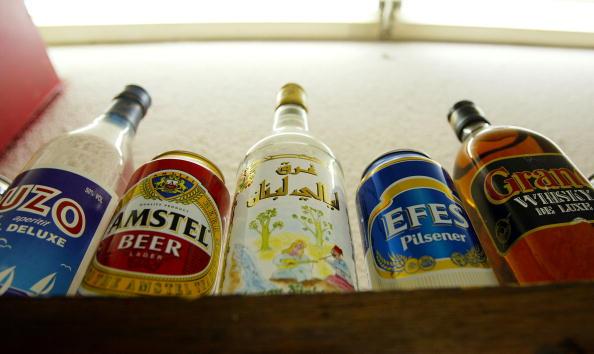 Bar - Drink Establishment「Bar Serves Alcohol In Baghdad」:写真・画像(3)[壁紙.com]