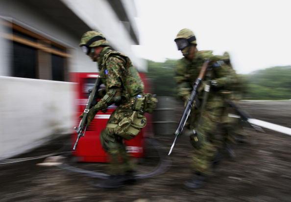 Tokai Region「Japanese Army Conduct Anti-Terrorism And Urban Combat Drills」:写真・画像(6)[壁紙.com]