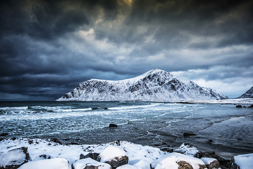 雪山「Brunstranda beach in winter, Flakstad, Lofoten, Nordland, Norway」:スマホ壁紙(13)