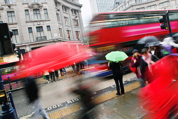 Road Marking「Rain and movement in Regent Street, London」:写真・画像(19)[壁紙.com]