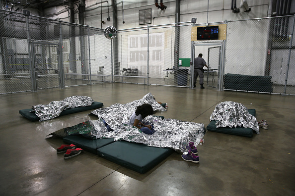 McAllen - Texas「U.S. Border Patrol Houses Unaccompanied Minors In Detention Center」:写真・画像(16)[壁紙.com]