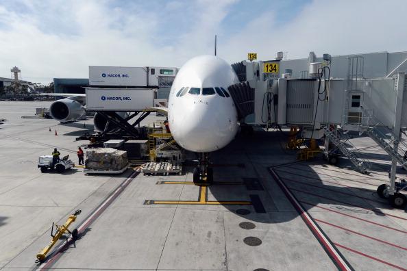 LAX Airport「Mayor Villaraigosa And Airline Officials Debut New Gates At Tom Bradley International Terminal」:写真・画像(17)[壁紙.com]