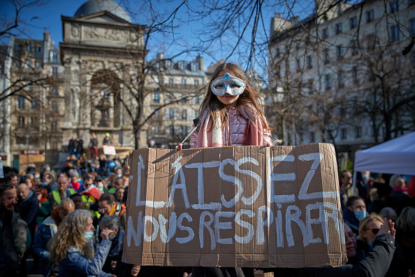 France「Protesters Rail Against Covid-19 Lockdowns And Vaccines In Paris」:写真・画像(1)[壁紙.com]