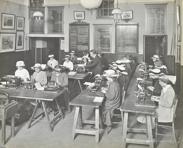 20th Century Style「Typewriting Class For Women, Blackheath Road Evening Institute, London, 1914.  .」:写真・画像(14)[壁紙.com]