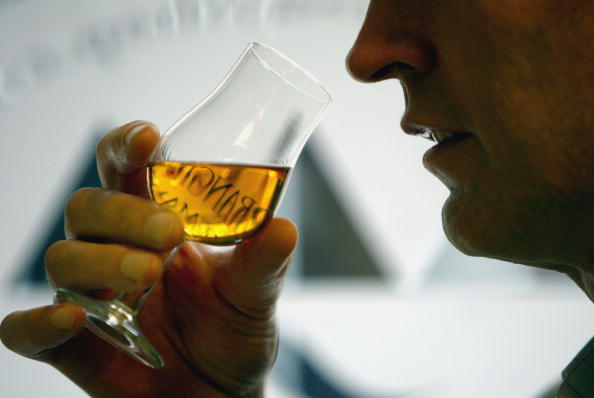 Drinking Glass「House Prices, Cigarettes and Whisky Expected To Feature In Budget」:写真・画像(10)[壁紙.com]