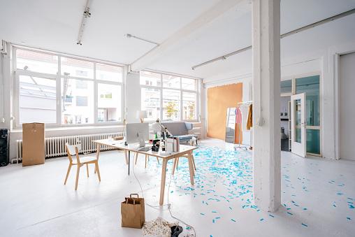 New Business「Empty business loft」:スマホ壁紙(1)