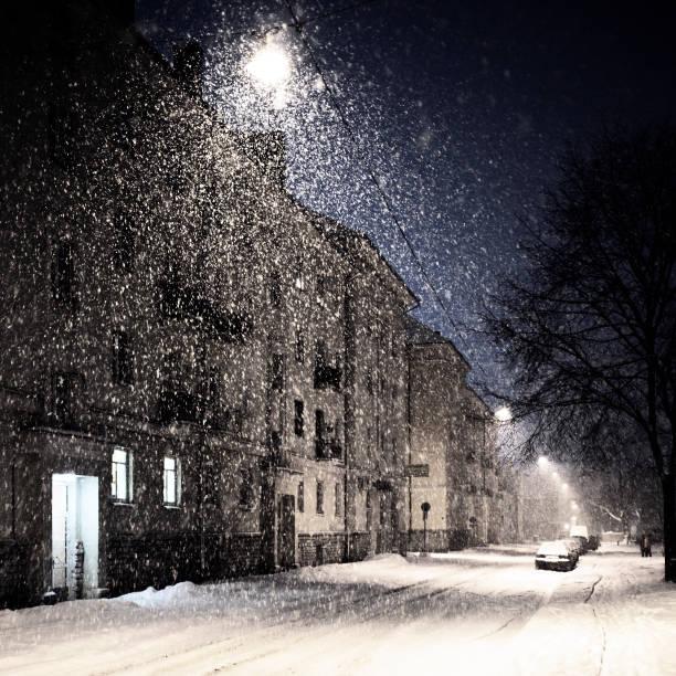 heavy snowfall in town:スマホ壁紙(壁紙.com)