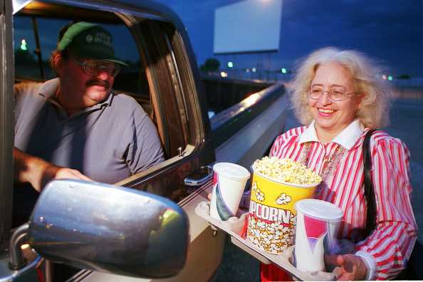 Movie Theater「Drive-In Movie Survives In New Mexico」:写真・画像(16)[壁紙.com]