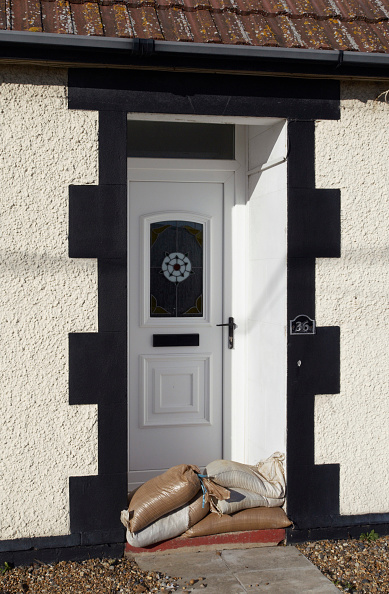 Felixstowe「Sandbags outside front door of house, Felixstowe, Suffolk, UK」:写真・画像(16)[壁紙.com]