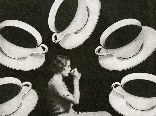 Tea Cup「Woman Drinking Coffee」:写真・画像(14)[壁紙.com]