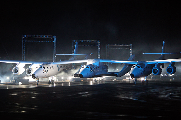Space Exploration「Virgin Galactic's SpaceShipTwo, First Commercial Spacecraft, Unveiled In CA」:写真・画像(3)[壁紙.com]