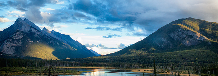 Yoho National Park「Sunset in the Mountains of Yoho National Park, BC, Canada」:スマホ壁紙(18)