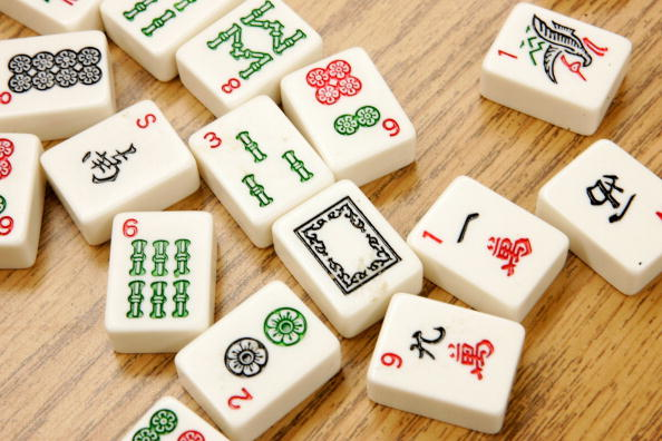 Tile「6th Graders Play Mah Jongg During Lunch Break」:写真・画像(13)[壁紙.com]