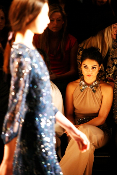 ヴァネッサ・ハジェンズ「Jenny Packham - Front Row - Fall 2013 Mercedes-Benz Fashion Week」:写真・画像(6)[壁紙.com]